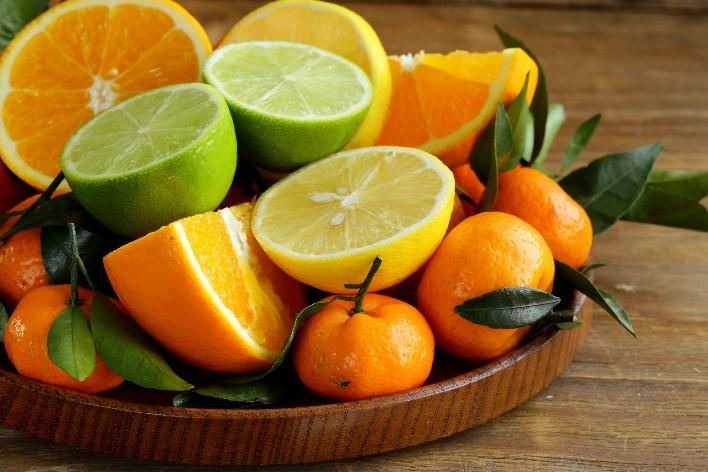 Сезонные фрукты в России: что покупать весной?